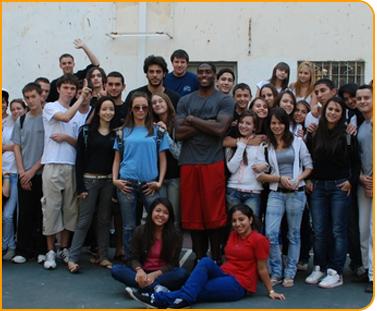 שחקני מכבי חיפה ביקרו בבית הספר ''בוסמת''